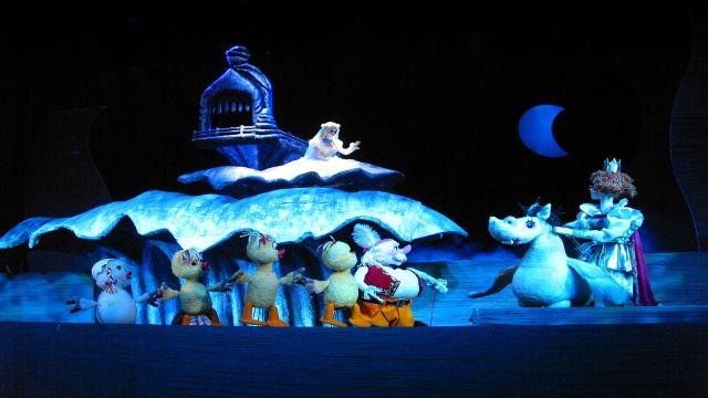 【携程攻略】北京《天鹅湖》木偶剧院儿童舞台剧演出