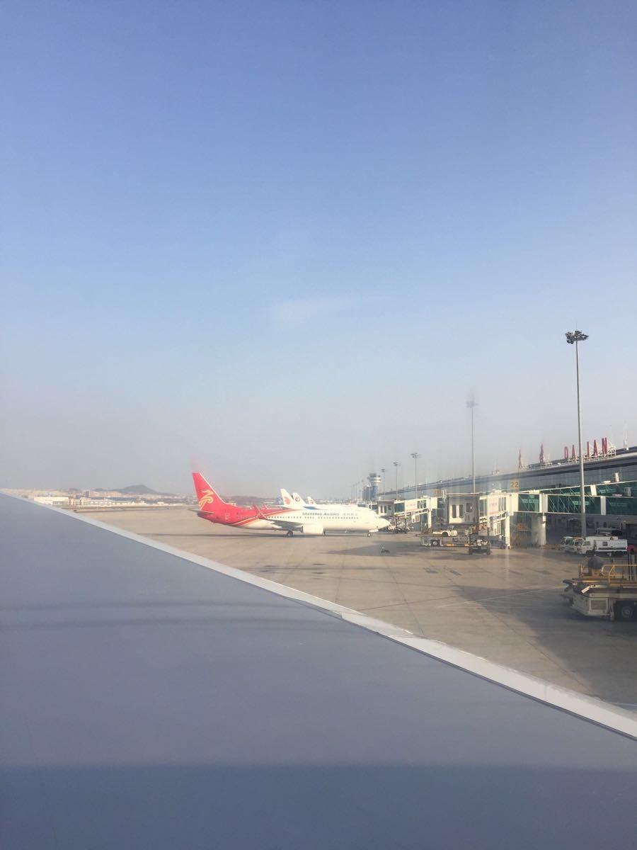 我们坐的是大连到仁川的飞机