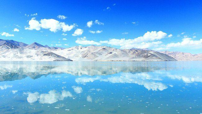 而湖水来自慕士塔格峰东坡冰川的康西瓦河