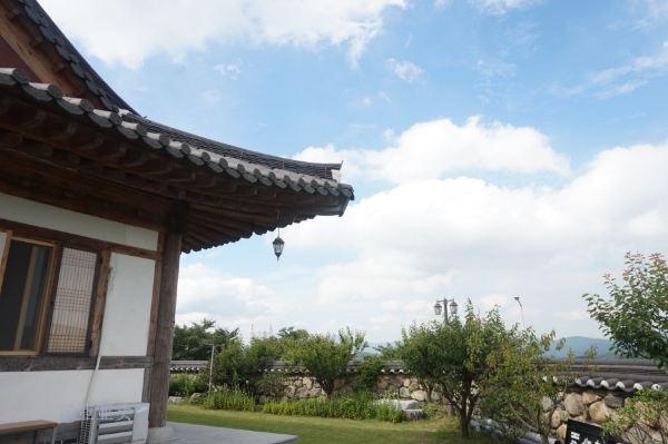 晚上的住宿特别有意思,是一家韩屋的民宿叫做:松鹤,真正的体验了一回