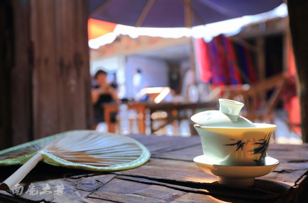盖碗茶,打长牌,摆龙门,老成都的悠闲时光.