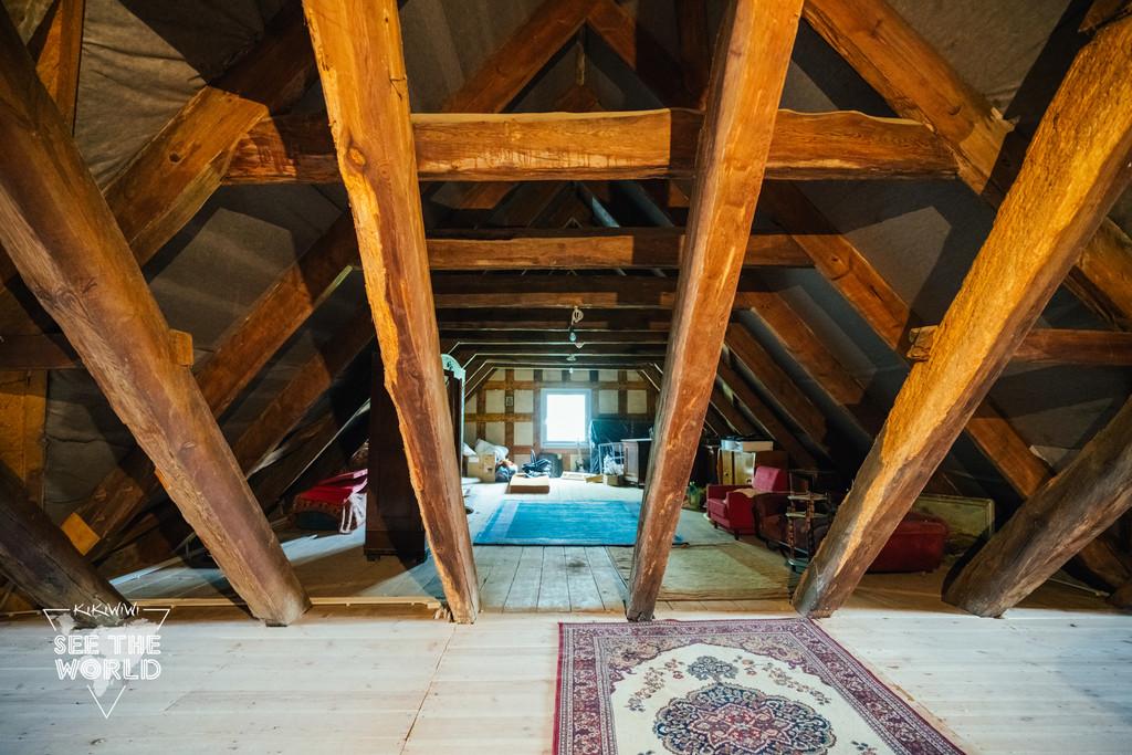结构房屋,除地板可以用复合地板外,其他结构需要保留及修复原来的柱子
