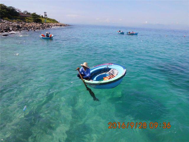 在芽庄码头登艇,先去珊瑚岛和银岛.