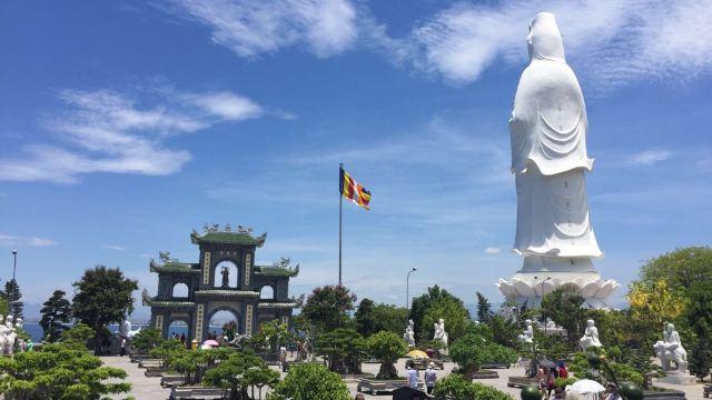 4分 (203条点评) 159 山茶半岛也叫山茶山,猴山,位于岘港东北边,距市
