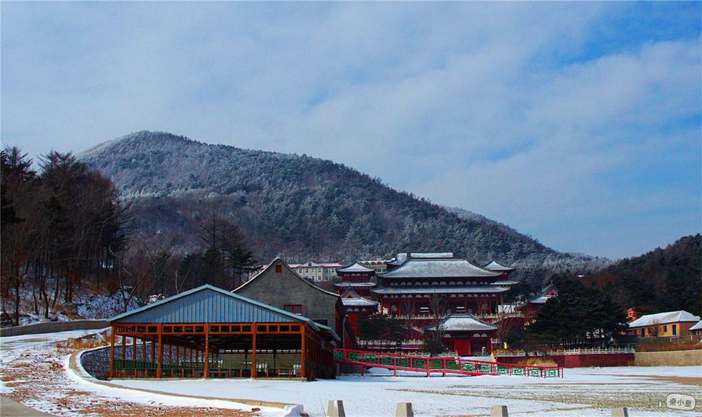 祖山佛光     望海禅寺,肇始大定,历来高僧倍出,是传佛授道的圣地,亦