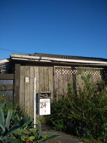 古朴的木屋,斑驳的邮箱