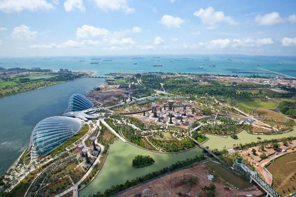 滨海湾花园坐落于新加坡的黄金地段——滨海湾,来新加坡必看的鱼尾狮