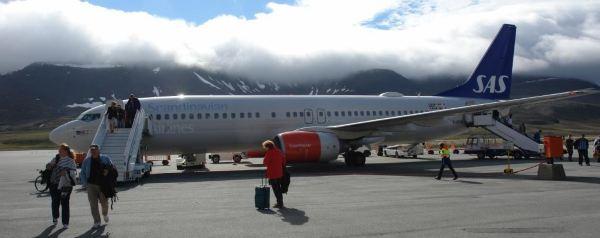 我们乘坐的北欧航空的飞机上午9时许由挪威首都