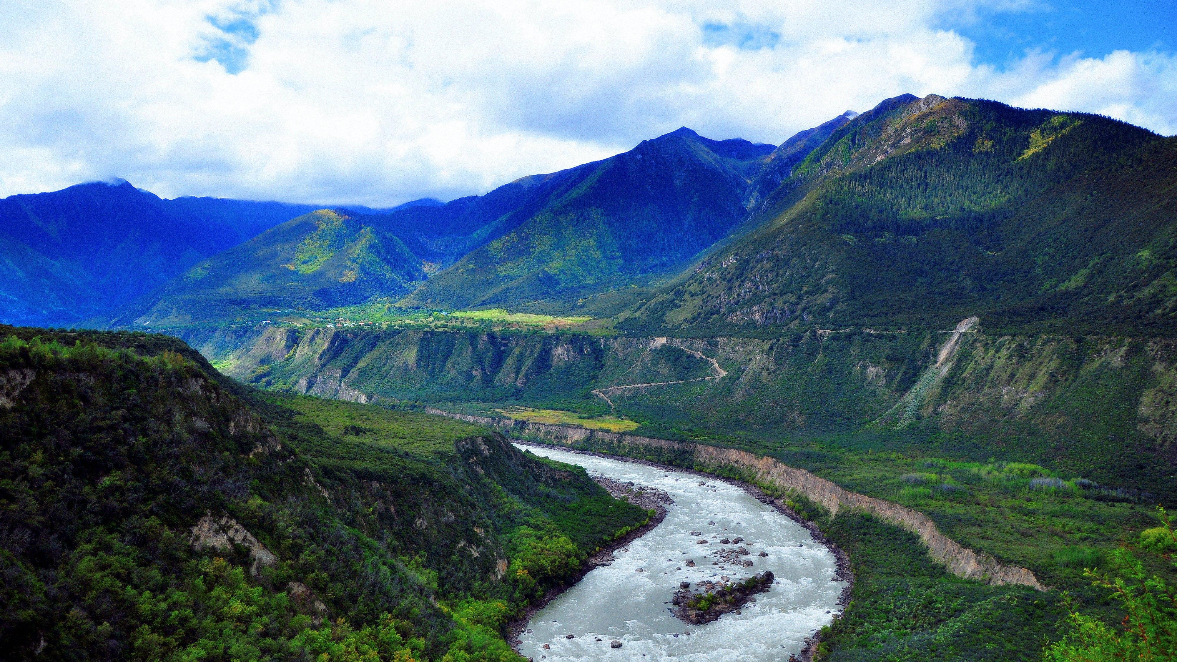 西藏拉萨 林芝桃花村 波密桃花沟 鲁朗林海 然乌湖 桑耶寺五日游