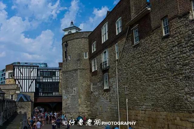 伦敦塔是由御用侍从卫士