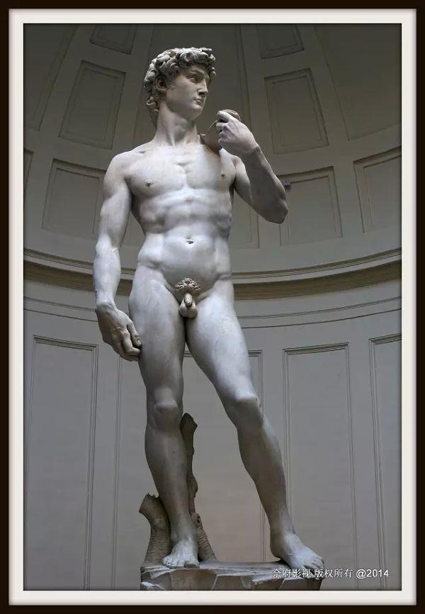 来到了大卫雕像的跟前