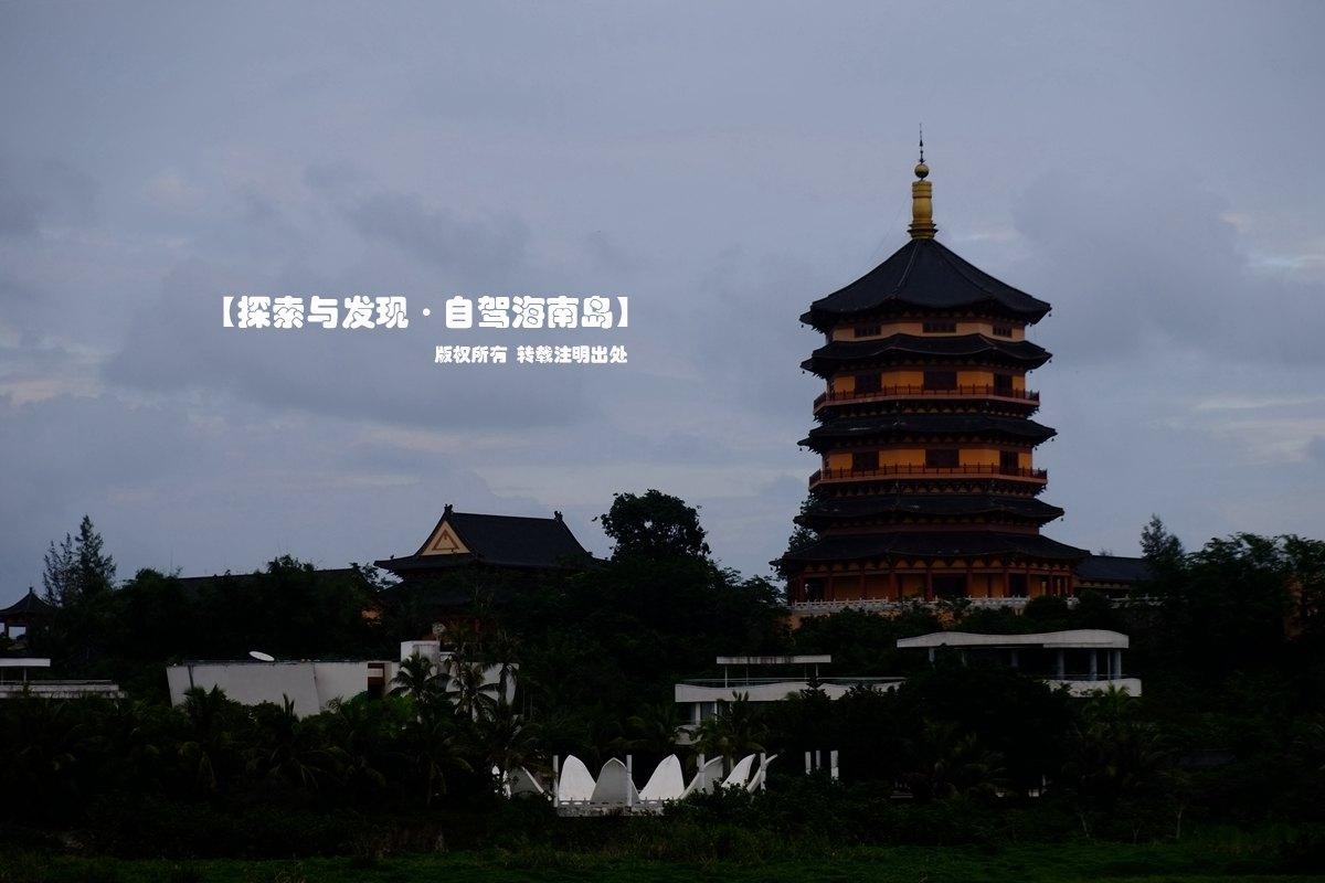 这里面最雄伟的建筑万佛塔