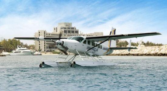水上飞机带您俯视迪拜