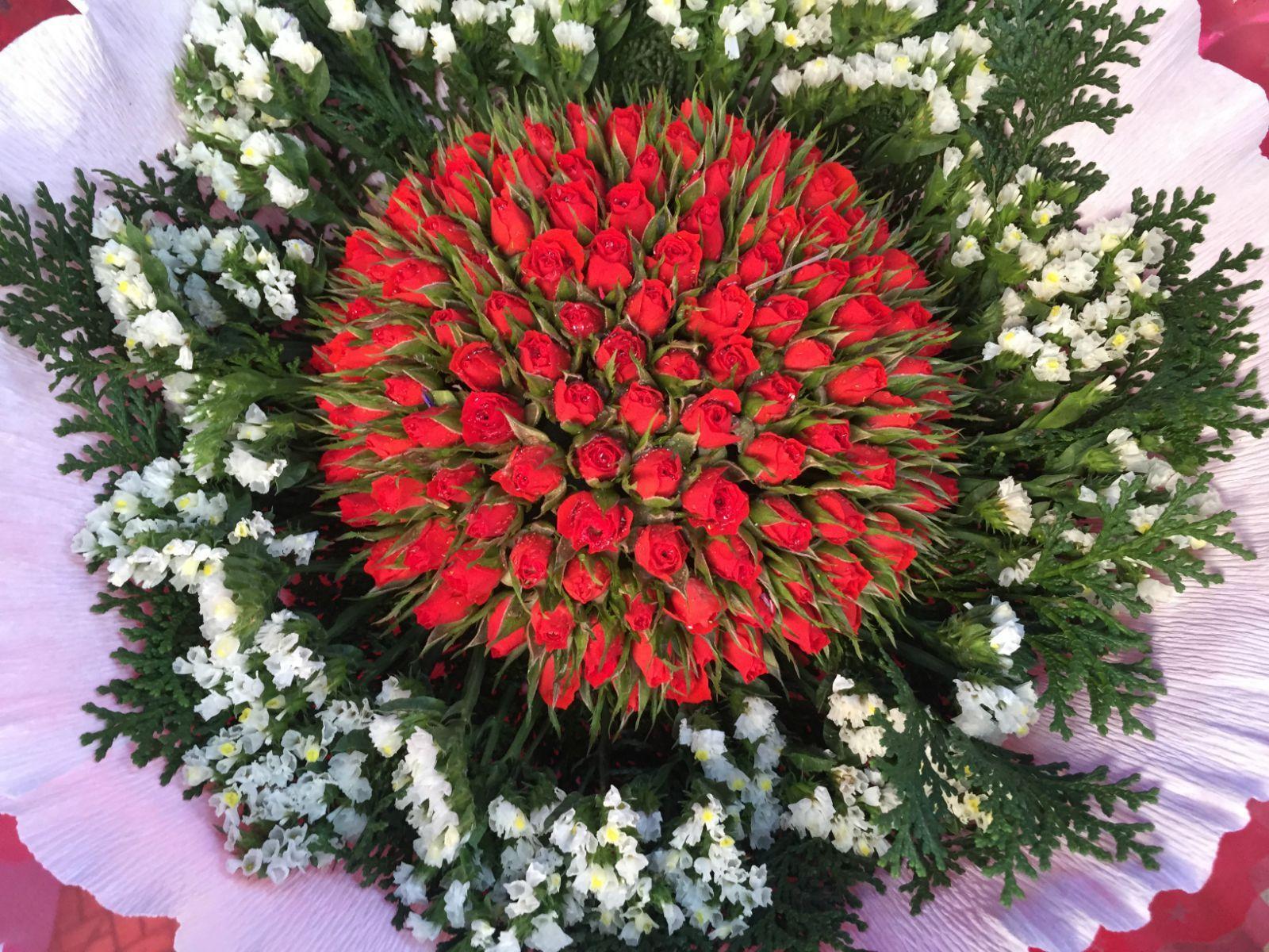 很久没有送老婆鲜花了.大叻的鲜花和水果很出名,这一束花120000vnd