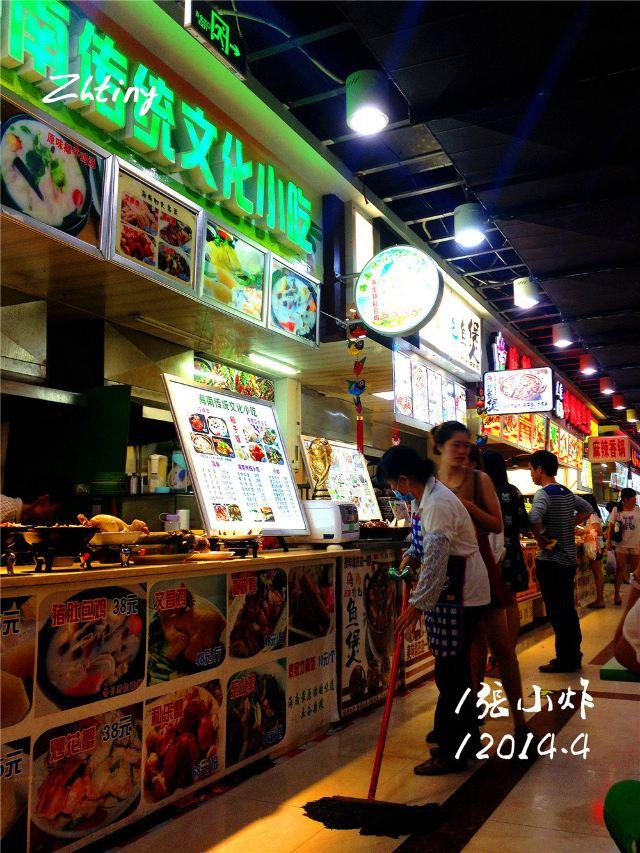 3,这里美食的价格还是可以的,品种也很多,记得要品尝清补凉,椰子,大