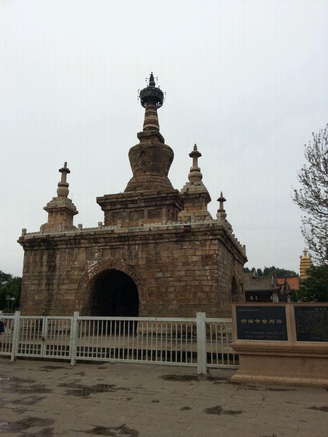 458年)的妙湛寺金刚塔
