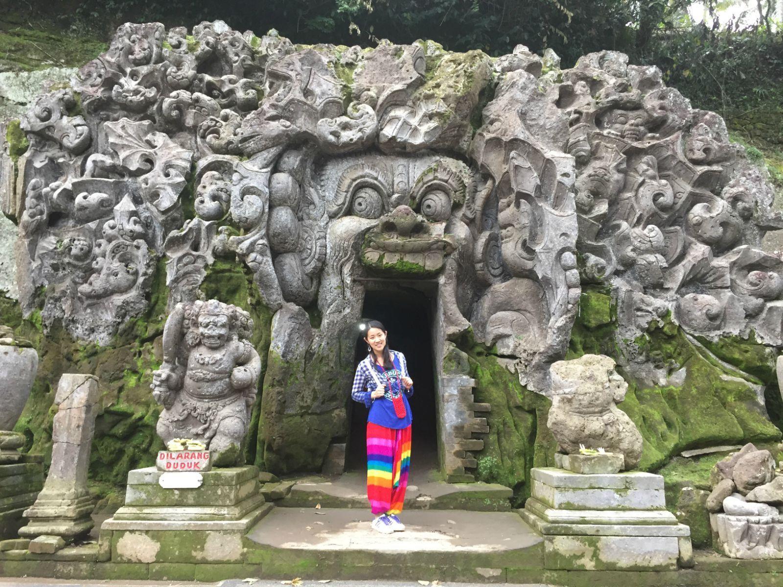 象窟是巴厘岛唯一的石窟寺院遗址,最早建于11世纪,1923年被荷兰考古