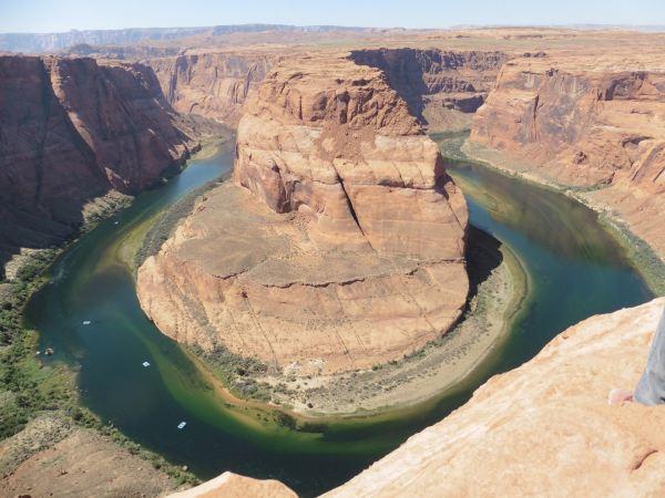 中午三十五,六度,顶着大太阳,步行三千余米,观这沙漠奇观.