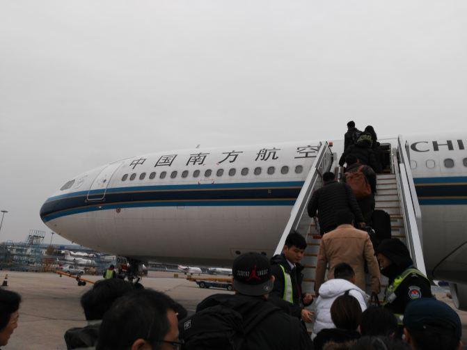 北京的飞机开始登机了
