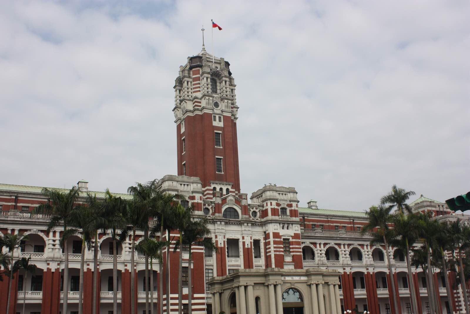 台北总统府 很肃穆的蓝白建筑