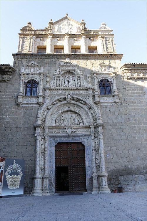 复古欧式教堂内部雕花门洞