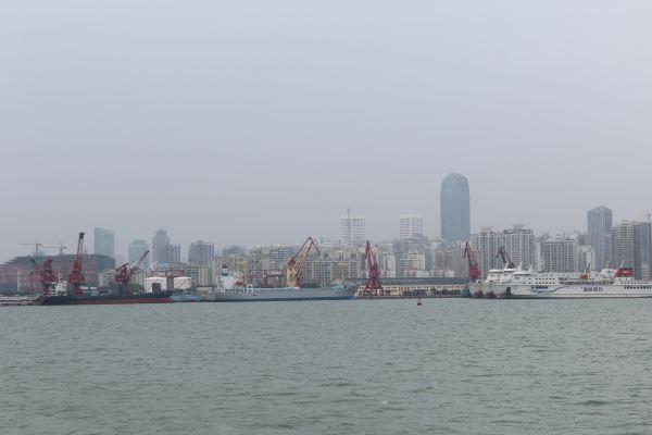 海口秀英港到海安的船票42元,农民工和学生居多,天气一热确实不好受