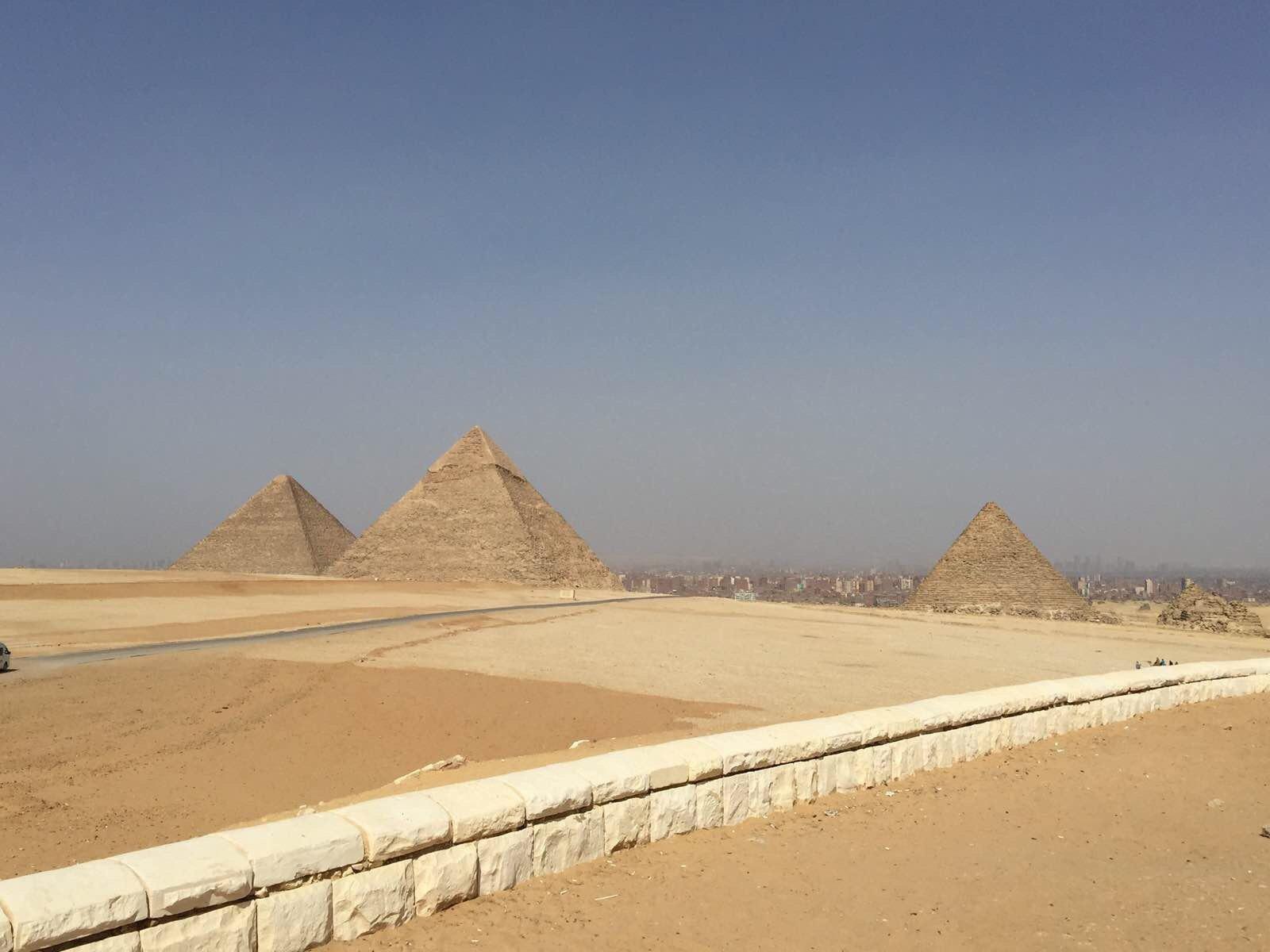 一美元背面的金字塔图片