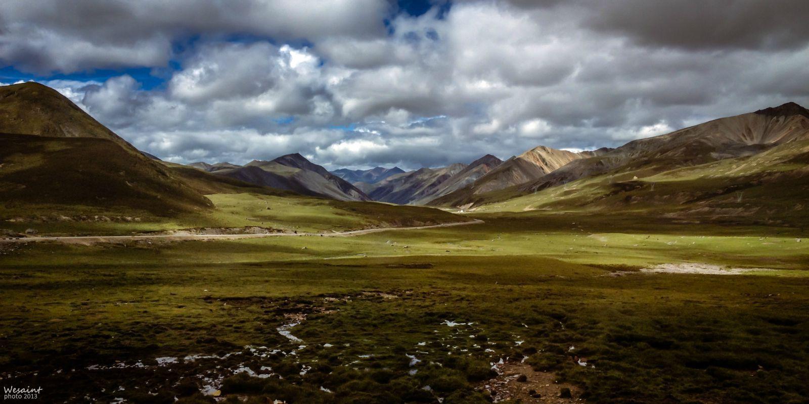 爬米拉山口时往拉萨方向回望