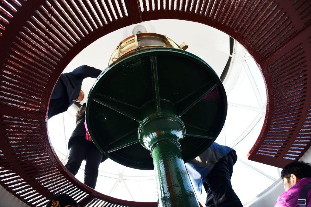 灯塔的顶部是穹顶式的灯罩