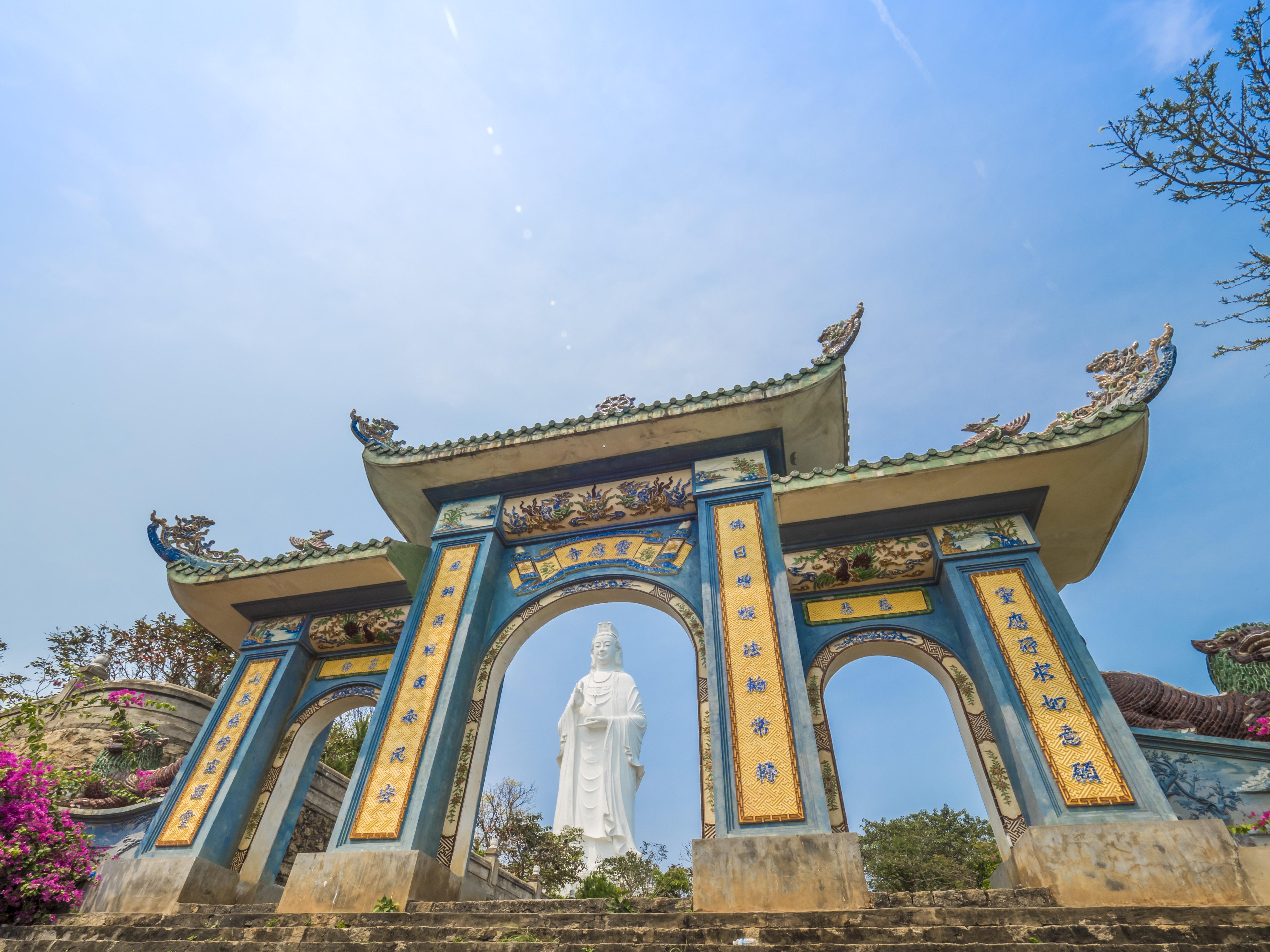 【搜罗自然风光】 ◎ 山茶半岛&灵应寺:也叫山茶山,猴山,处在岘港
