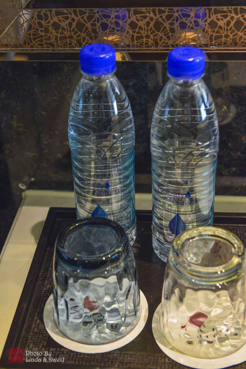 常州万豪酒店客房配送的矿泉水