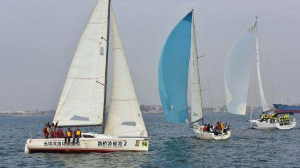 让我们驾驶着大帆船在海面上乘风破浪激情扬帆,亲身体验水上运动的
