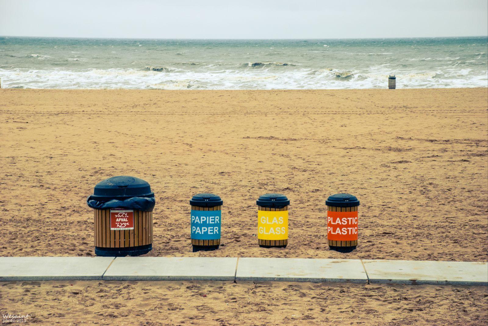 海天之间一排muji风的垃圾桶