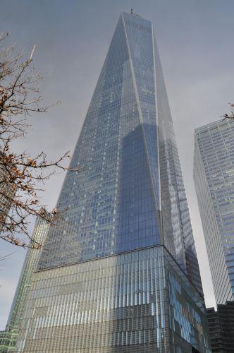 """仰视纽约""""        """"自由塔——位于世贸""""双子塔"""