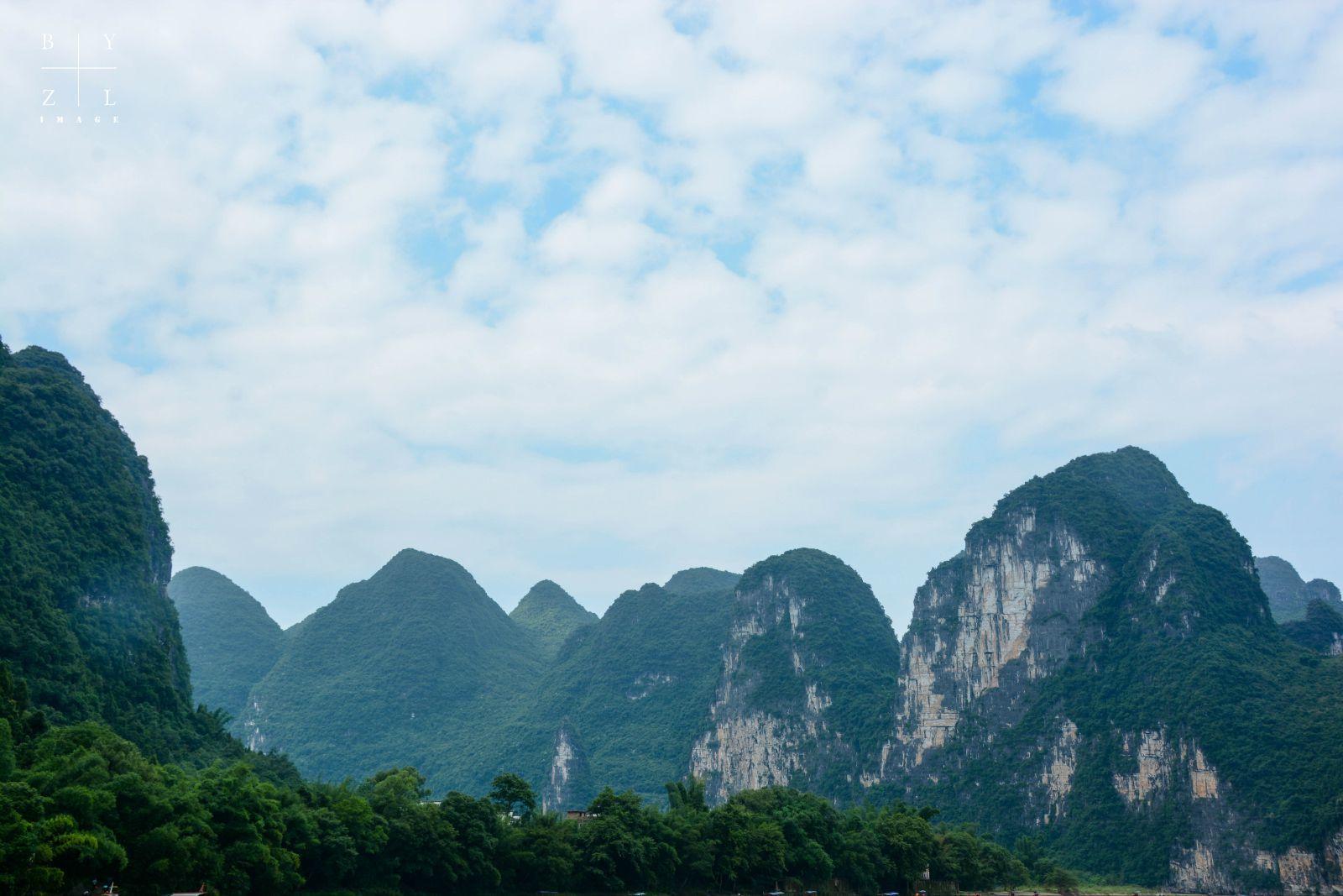 杨堤 桂林山水甲天下,这山不知是什么山,但这水一定指的是漓江无疑了