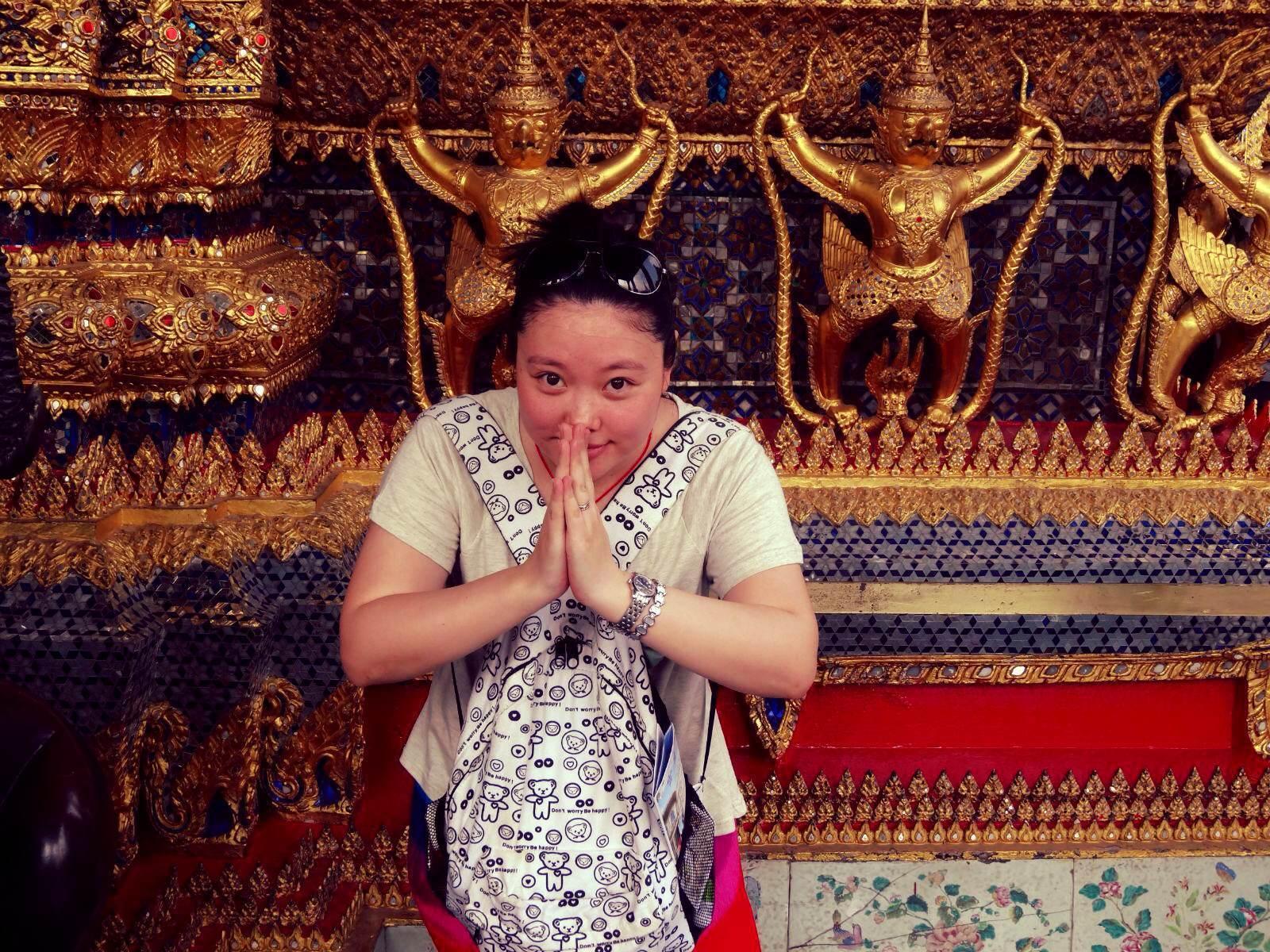 泰国人特有的打招呼方式.