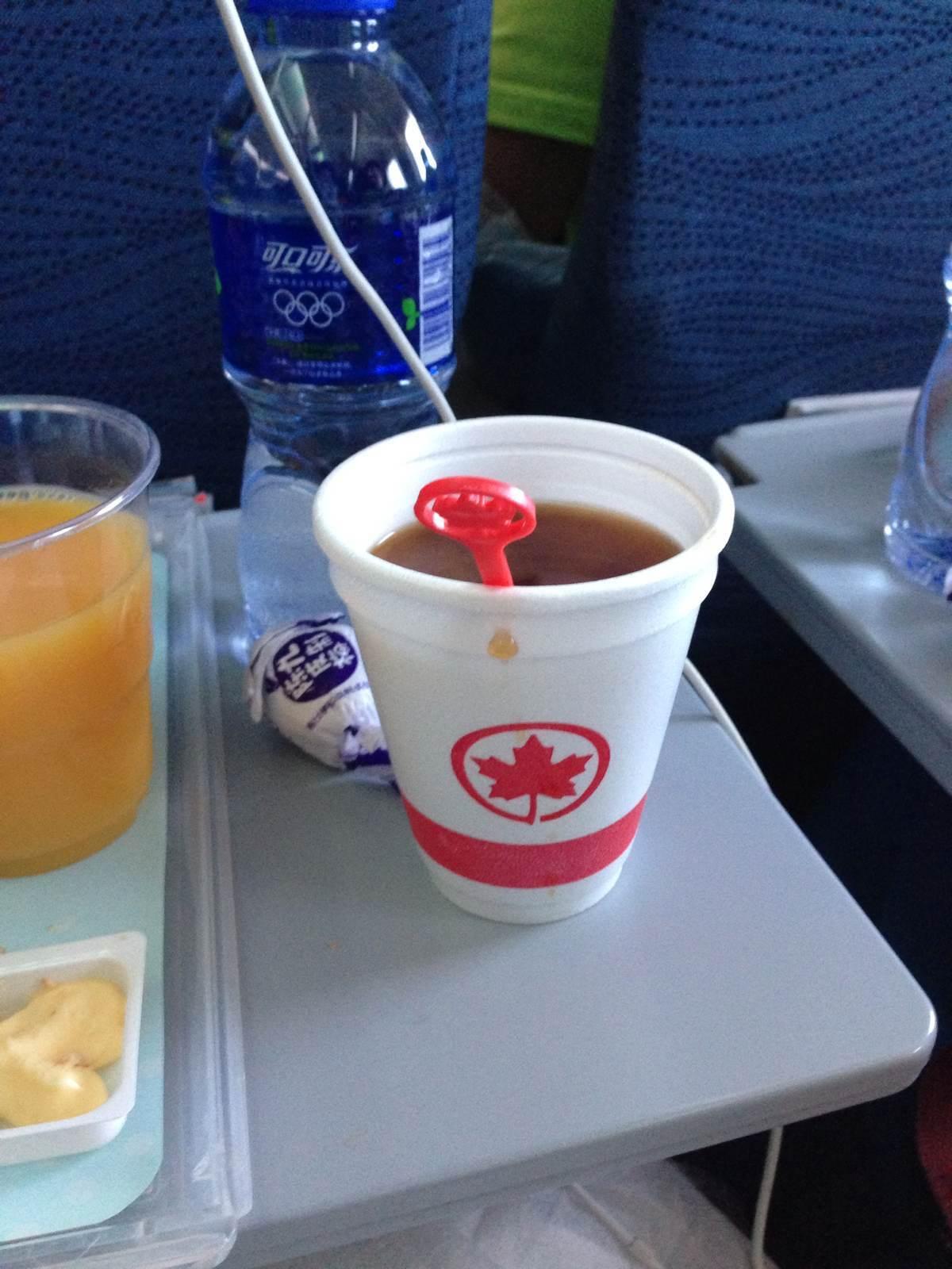 飞机上能不能待杯子