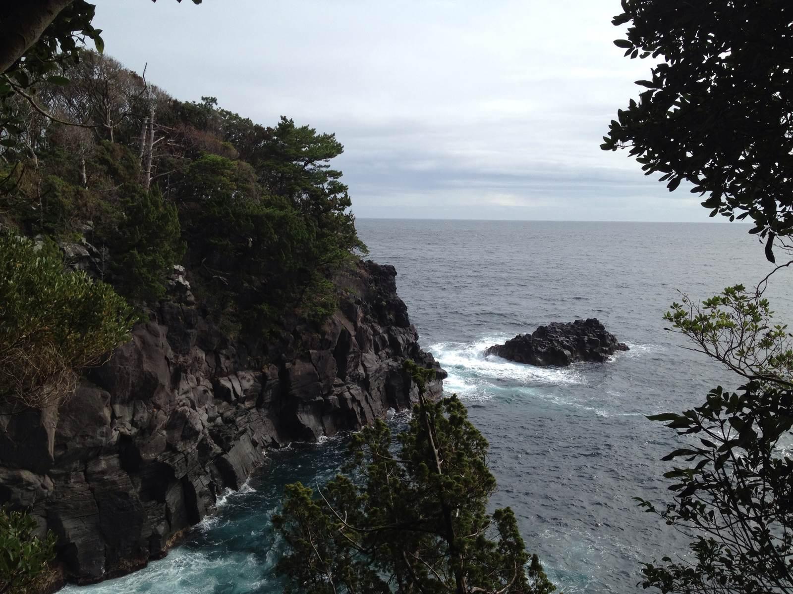 日本本州岛东南伊豆半岛东岸城市,是日本三大温泉之一.