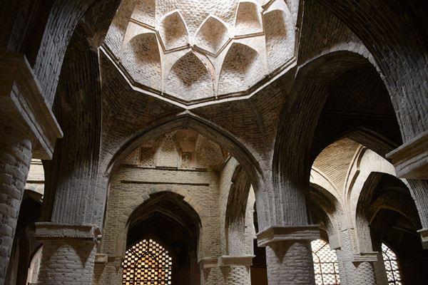 南面清真寺的伊万门有着蒙古特色的马赛克花纹以及棱