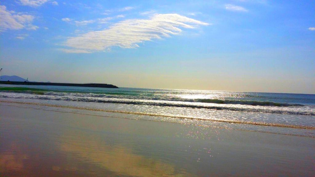 海天一色 美丽三亚——蓝天 白云 大海 金沙滩 绿草,养眼 舒心 怡神