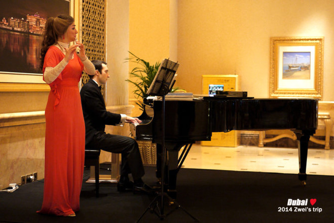 钢琴 长笛,酒店里的live music都这麼高雅.