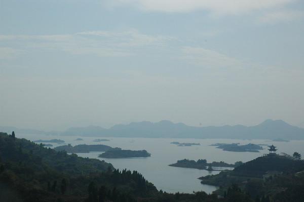 仙岛湖原先叫千岛湖,为了避免与杭州千岛湖重名,引起侵权,后更名仙岛