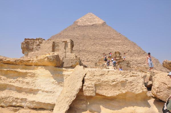 如果将胡夫金字塔的石块砌成高一米的石墙