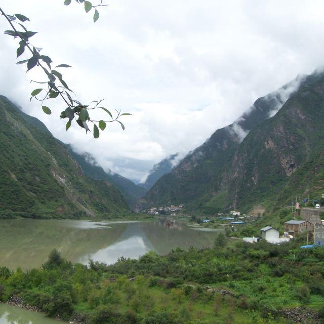 泊尔江海子镇风景