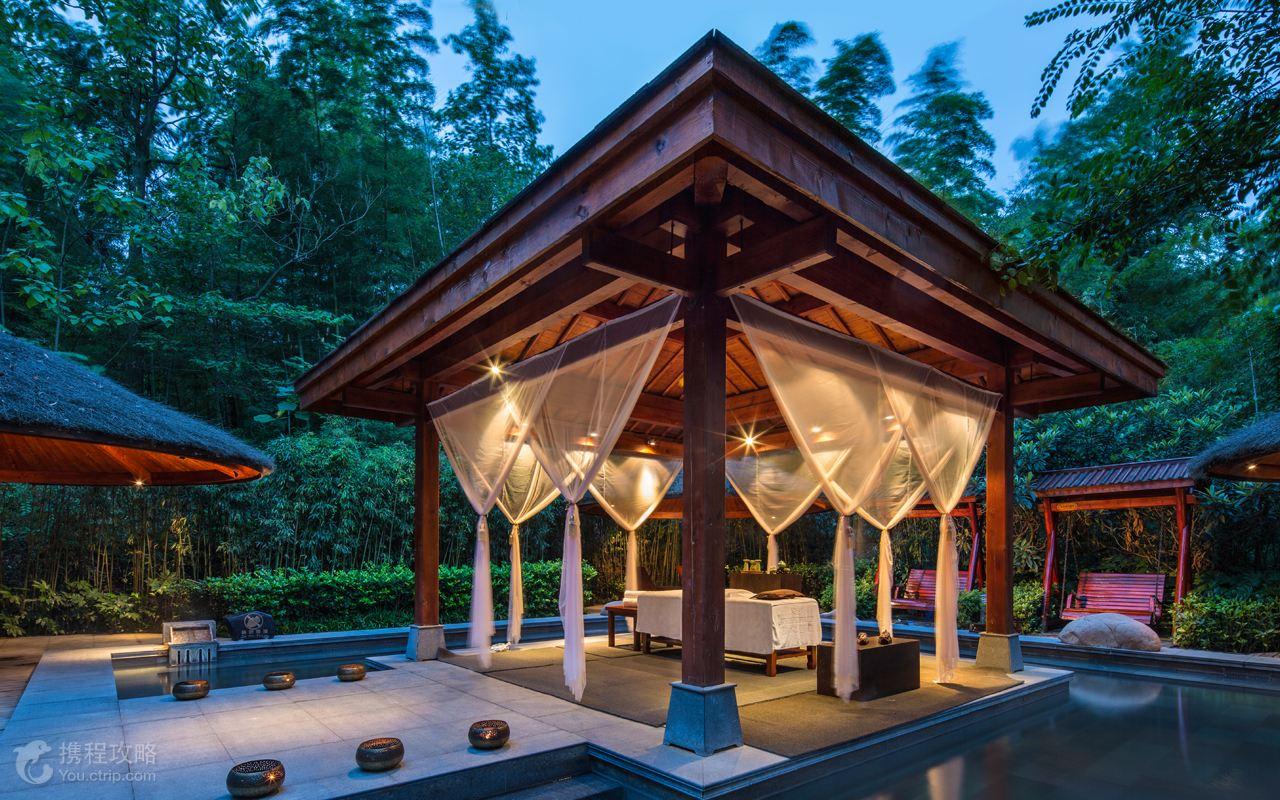 森林别墅风景 游泳池