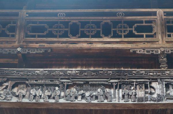 """村内古建筑中的""""三雕""""(砖雕,石雕,木雕)工艺精湛,充分体现了徽派民居"""