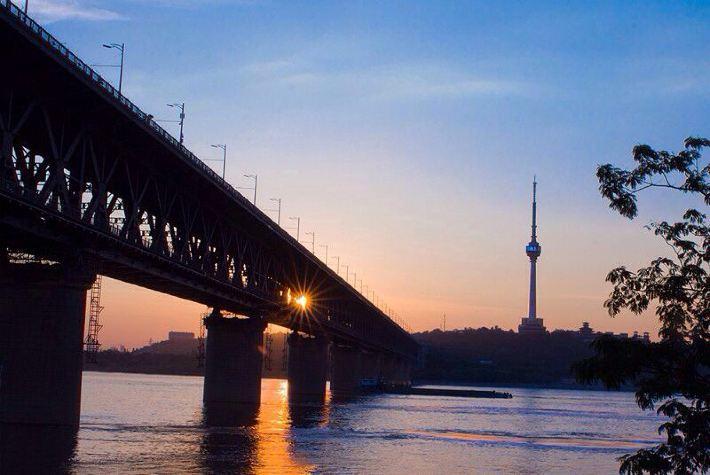 武汉长江大桥,龟山电视塔