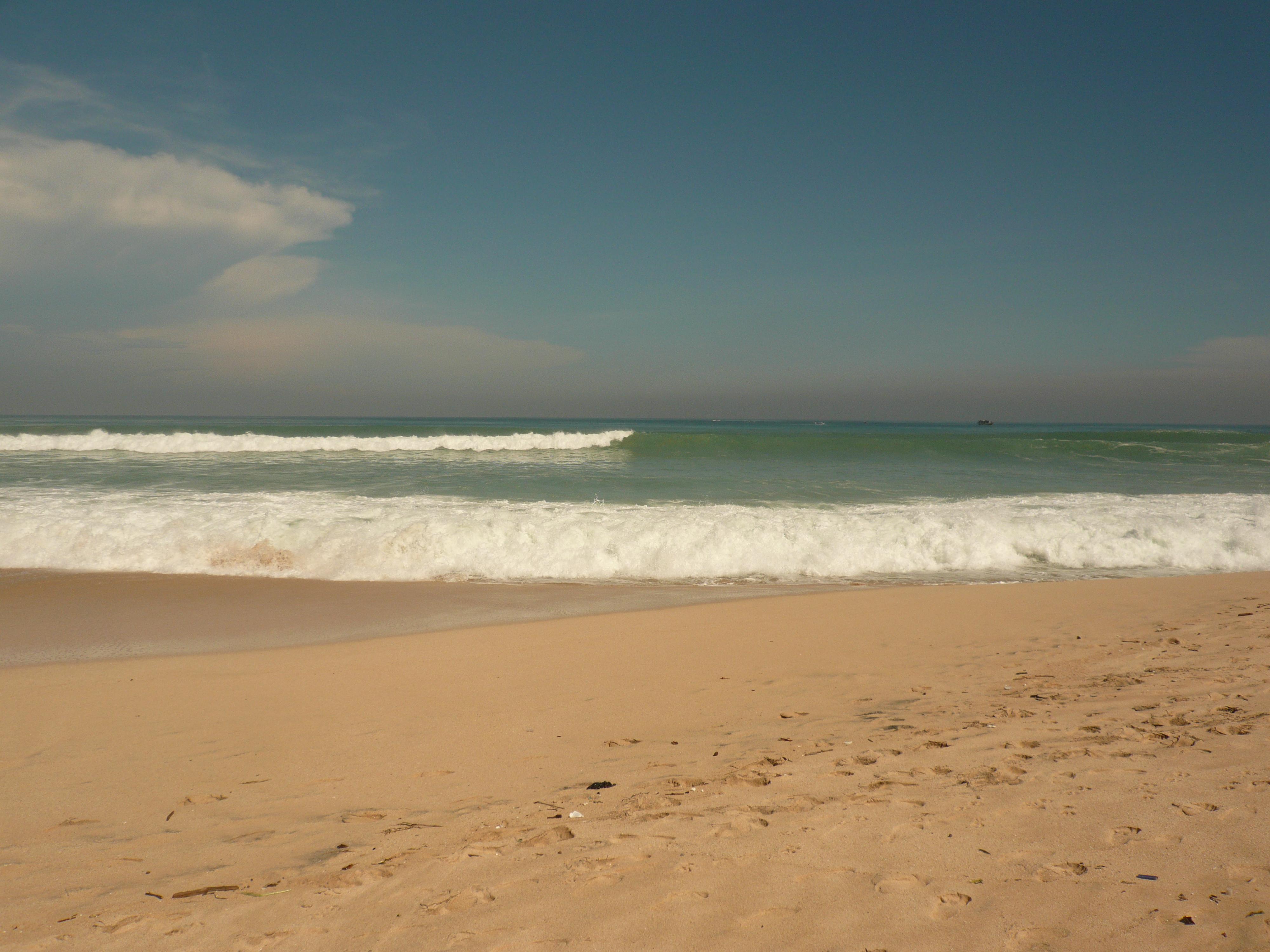 无人的沙滩和海边~ 在巴厘岛的几天,由于是大潮时节,海浪都特别高图片