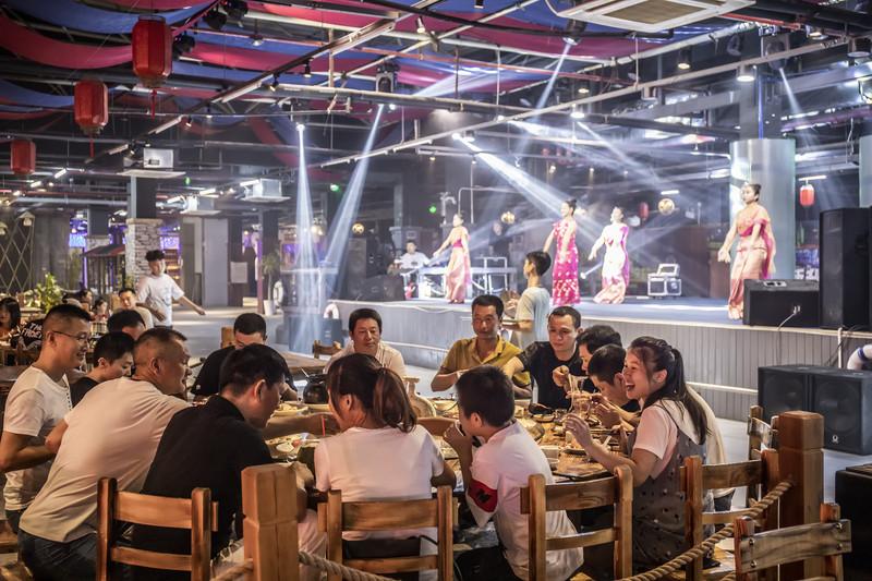 有趣的三亚美食探店:三亚这海鲜广场有点不一样 - 三亚游记攻略