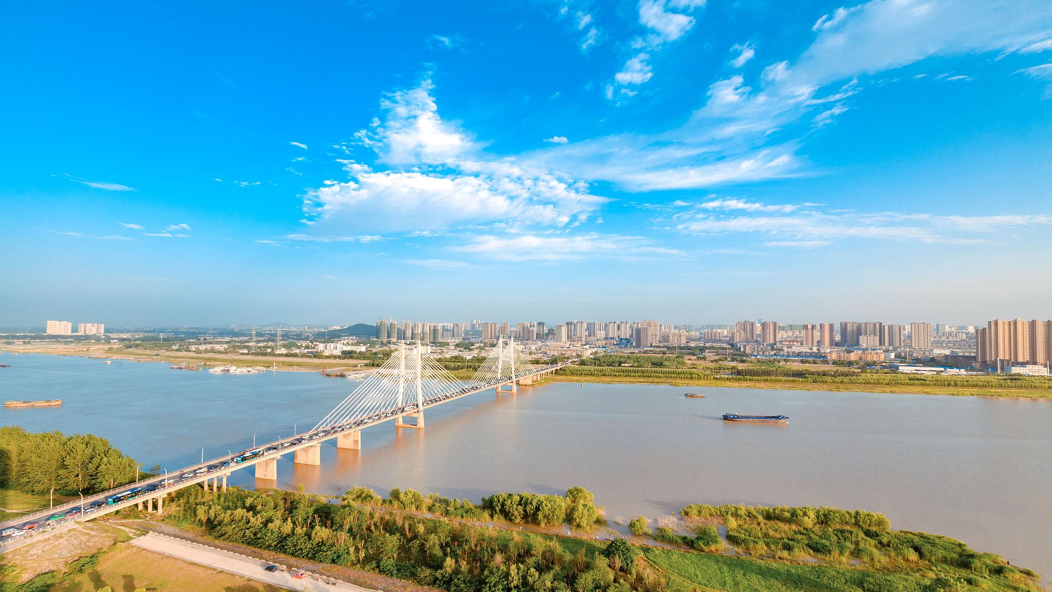 蚌埠市位于安徽省東北部,淮河中游,京滬,淮南鐵路交點,是皖北地區